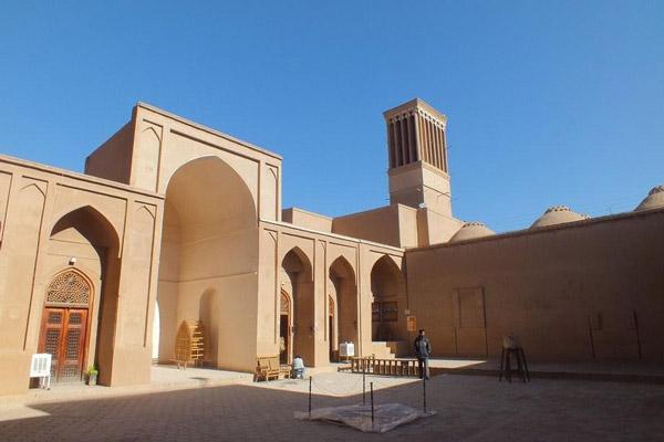 نقاشی روی درب مدرسه زندان اسکندر یا مدرسه ضیاییه - بنایی تاریخی در شهر یزد ...