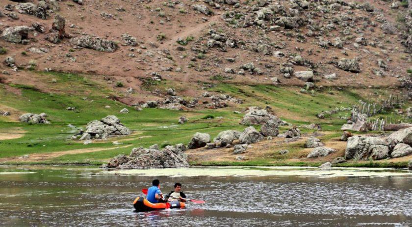 قایق سواری در دریاچه نئور
